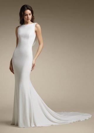 Skromna suknia ślubna z dekoltem na plecach St.Patrick