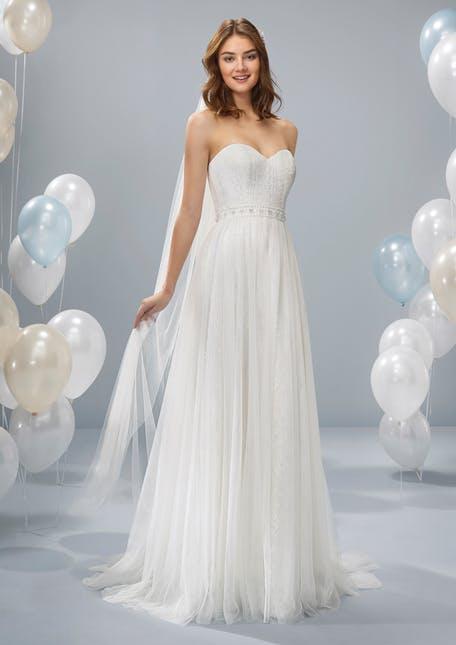 Skromna suknia ślubna z welonem White One