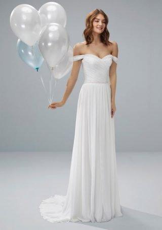 Skromna suknia ślubna z opuszczonymi rękawkami White One