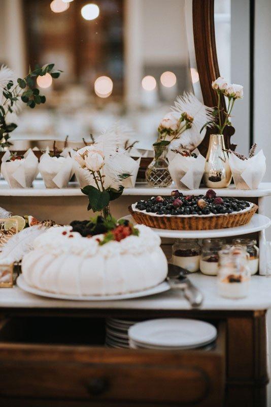 słodki stół w stylu boho glamour