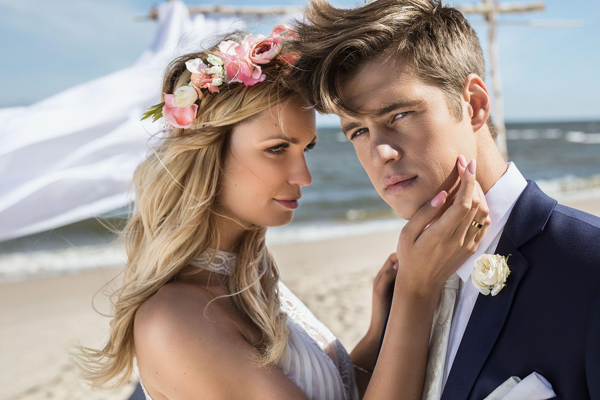 Ślub na plaży - jak się ubarć
