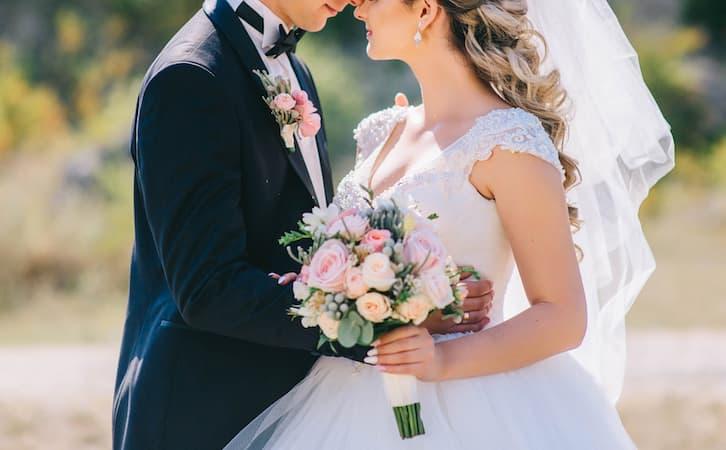 młoda para zmiana nazwiska po ślubie
