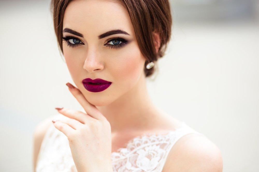 Ślubne anty trendy - mocny makijaż