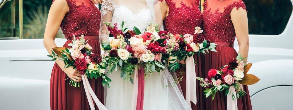 Ślubne anty trendy - druhny w takich samych sukienkach
