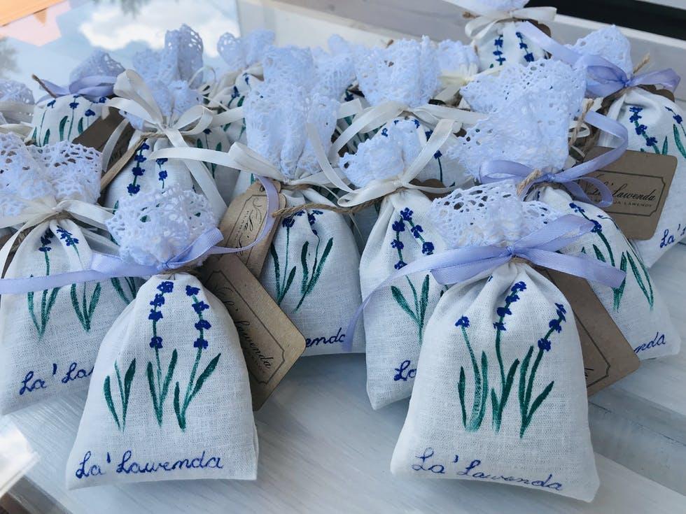 woreczki z lawendą dla gości weselnych