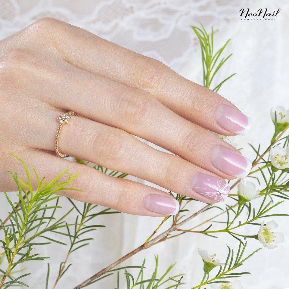 Manicure ślubny: Dobierz stylizację do swojej osobowości (QUIZ)
