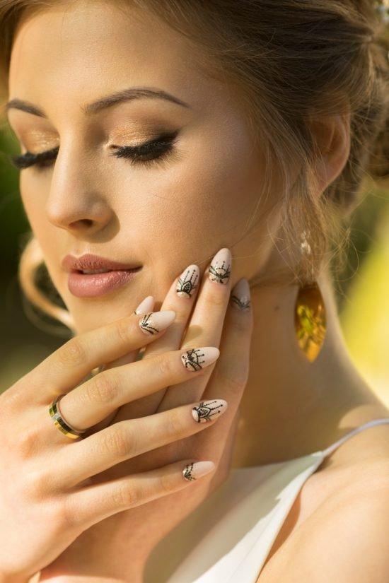 stylizacje paznokci dla Panny Młodej - czerń