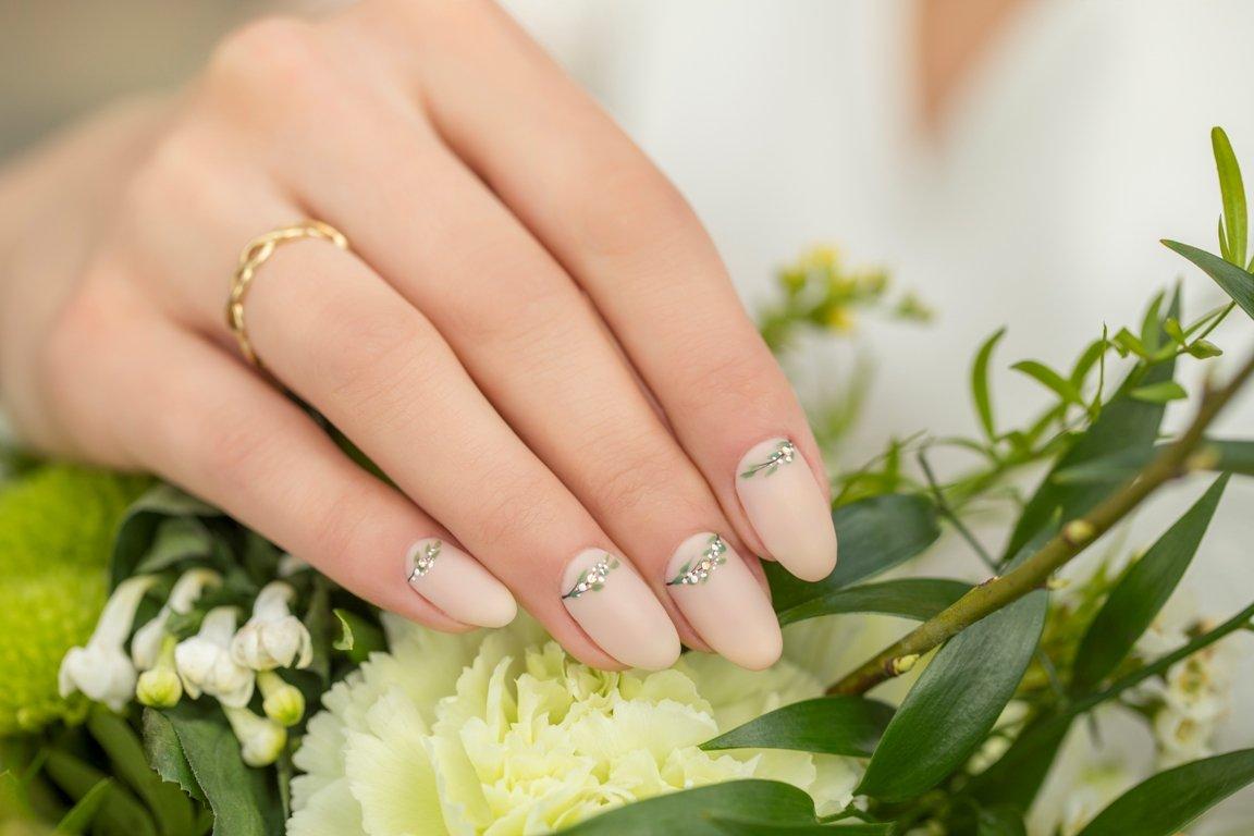 Trendy manicure ślubny 2019 NeoNail