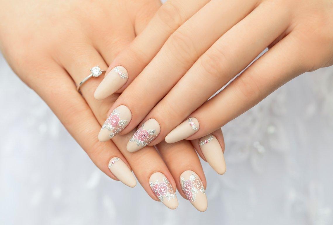Manicure ślubny NeoNail