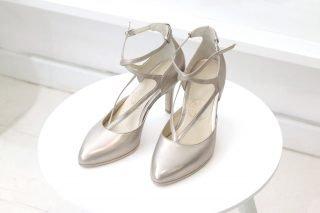 Klasyczne srebrne buty ślubne