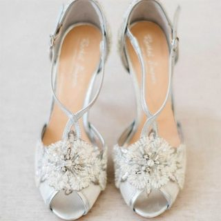 Srebrne buty ślubne z kwiatkiem