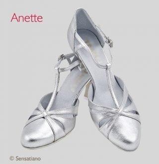 Srebrne buty ślubne w stylu tanecznym
