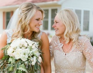 Sukienki na wesele dla mamy Panny Młodej - BHLDN Blog