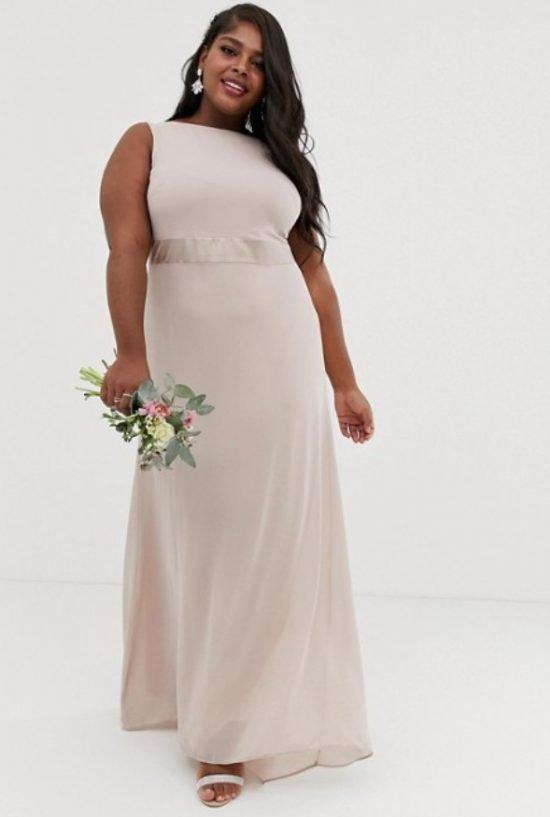 Prosta sukienka plus size na ślub cywilny