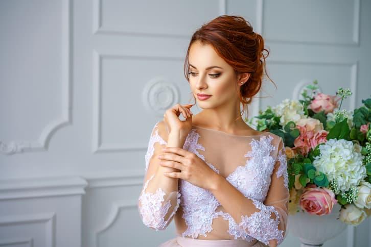 panna młoda koronkowa suknia salon ślubny