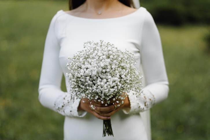 panna młoda prosta suknia salon ślubny