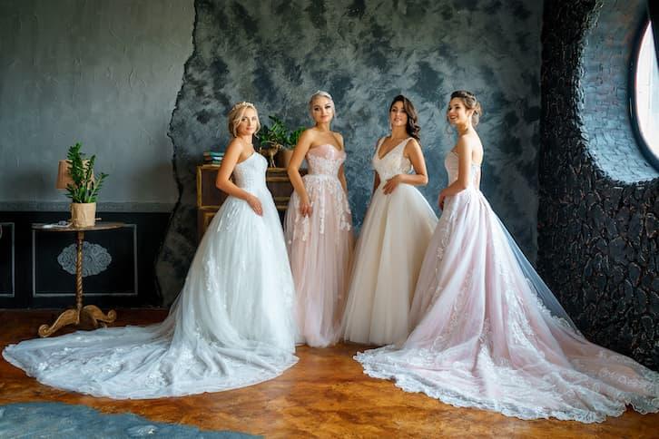 panny młode suknia tiulowa salon ślubny