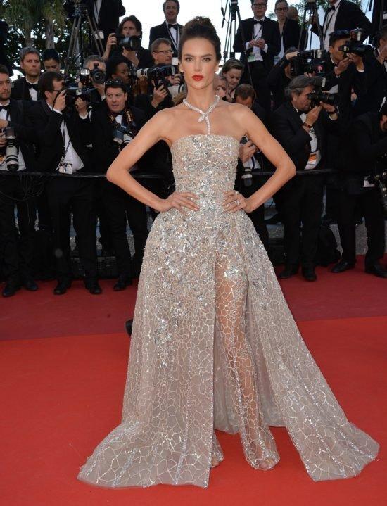 Suknie z czerwonego dywanu Cannes - Alessandra Ambrosio
