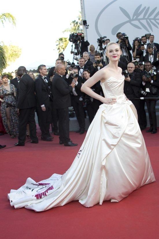 Suknie z czerwonego dywanu Cannes - Elle Fanning
