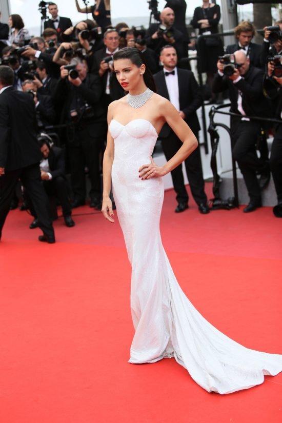 Suknie z czerwonego dywanu Cannes - Adriana Lima