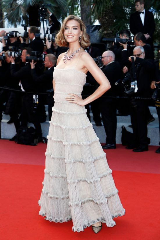 Suknie z czerwonego dywanu Cannes - Arizona Muse