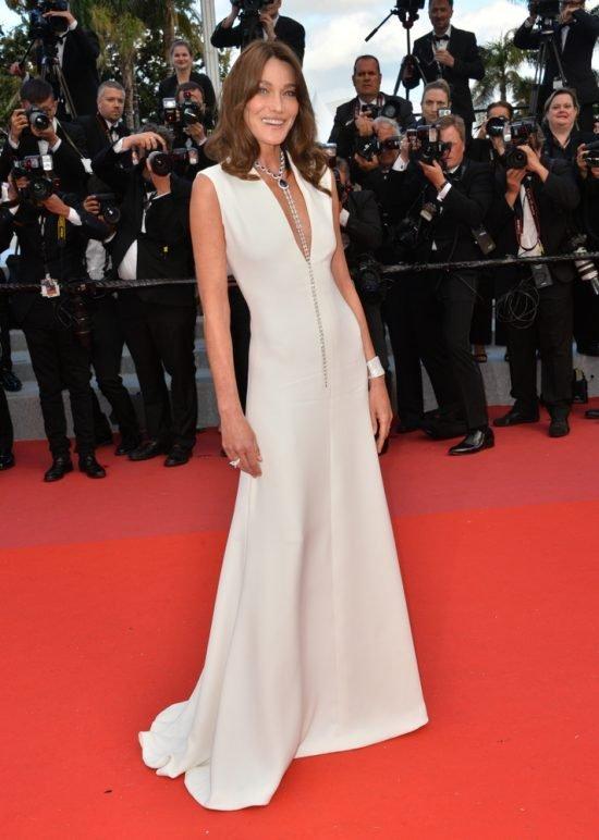 Suknie z czerwonego dywanu Cannes - Carla Bruni