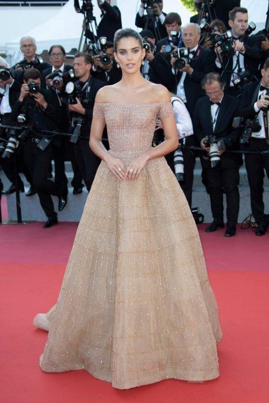 Suknie z czerwonego dywanu Cannes - Sara Sampaio