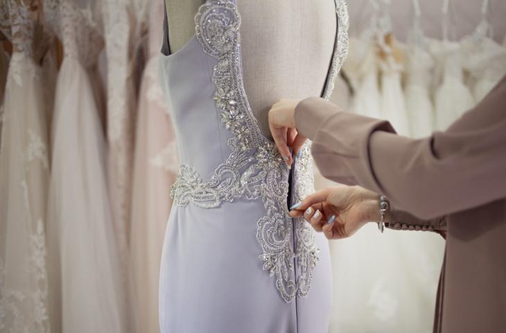 Suknie ślubne z dekoltem na plecach - zdjęcie 4