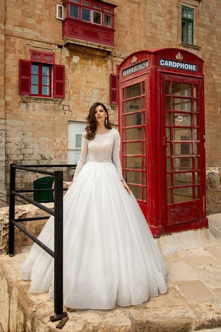 suknia ślubna z długim rękawem z dekoltem pod szyję