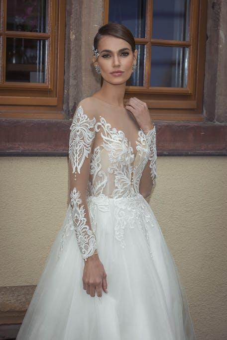 suknia ślubna z długim rękawem tatuaż