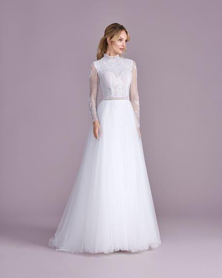 suknia ślubna z długim rękawem z golfem