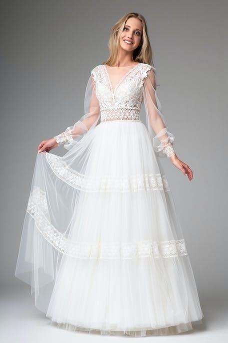 suknia ślubna z długim rękawem w stylu boho