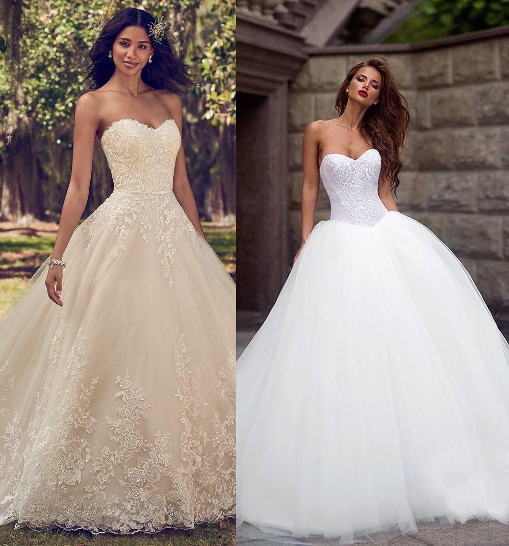 Suknia ślubna z gorsetem - zdjęcie 1