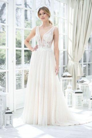 Suknie ślubne trendy 2020 - dekolt w kształcie litery V