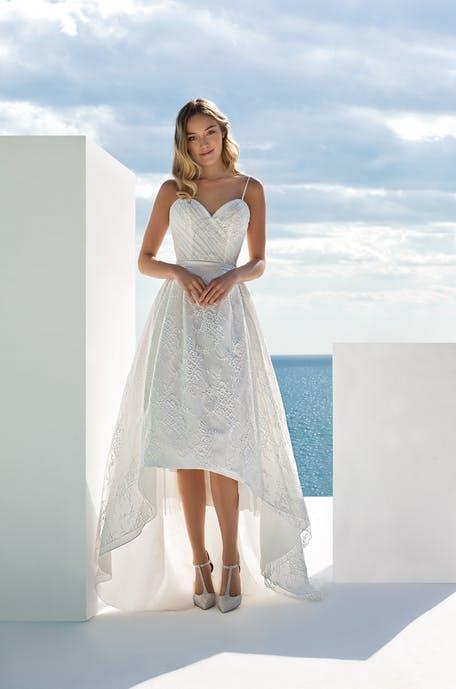 Suknie ślubne krótsze z przodu - trendy 2020