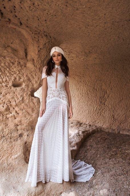Suknie ślubne z kołnierzykiem 2020