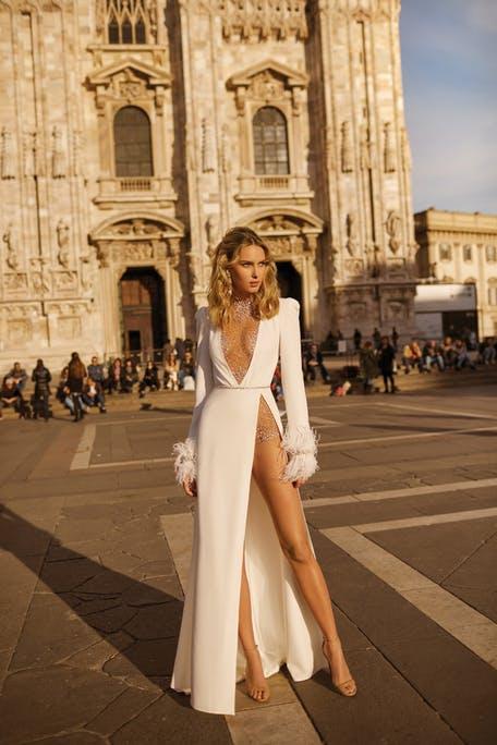 Suknie ślubne z wysokim rozporkiem 2020