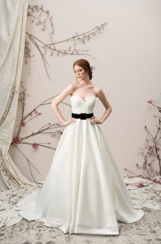 Suknie ślubne z czarnym paskiem 2020
