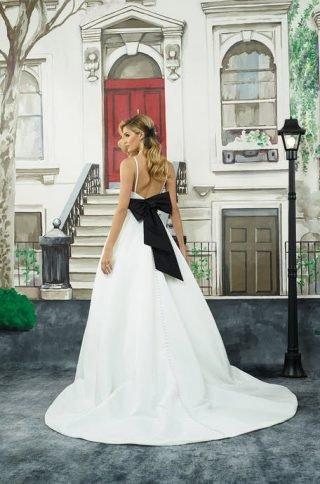 Suknie ślubne z czarną kokardą 2020