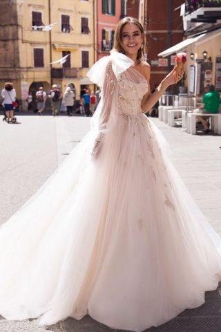 Suknie ślubne asymetryczne na jedno ramię 2020