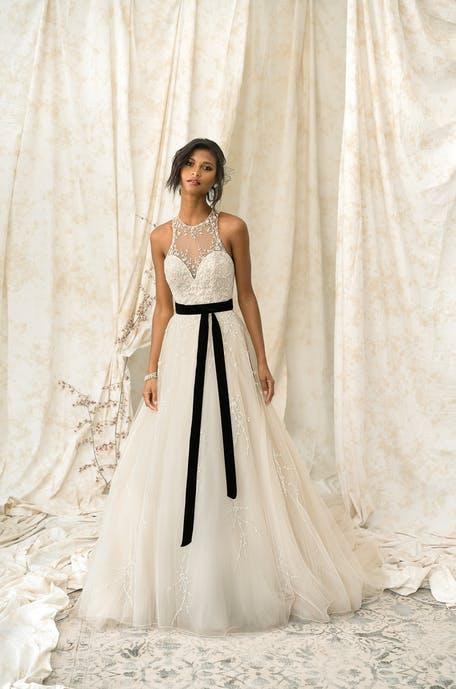 Suknie ślubne z czarnymi detalami 2020
