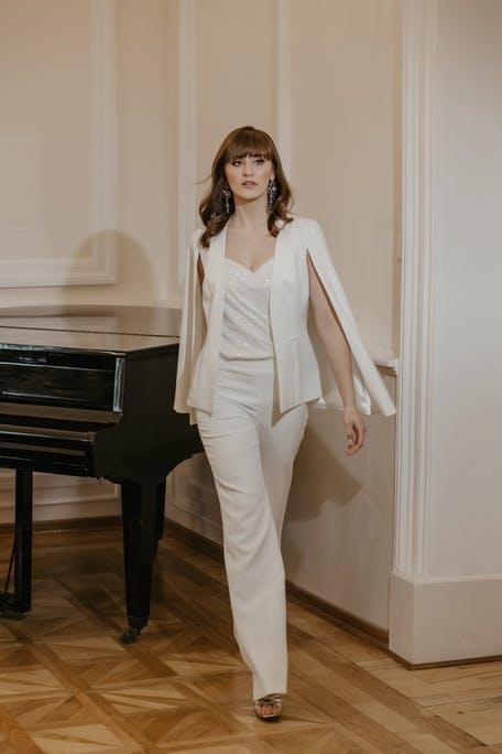 damskie garnitury ślubne 2021