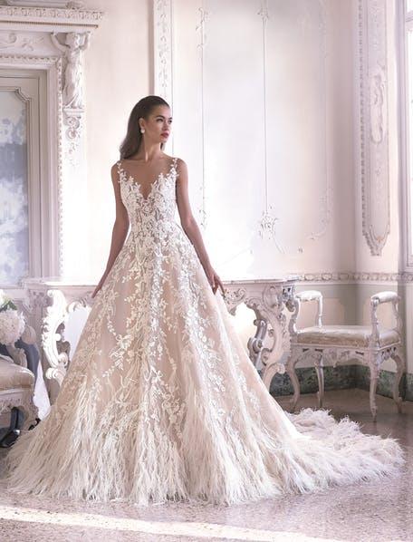 Suknie ślubne pióra - trendy 2020