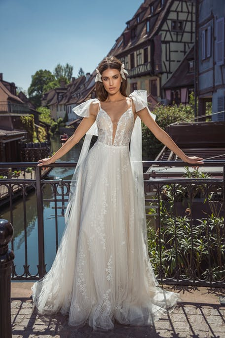 Suknie ślubne z kokardami 2020