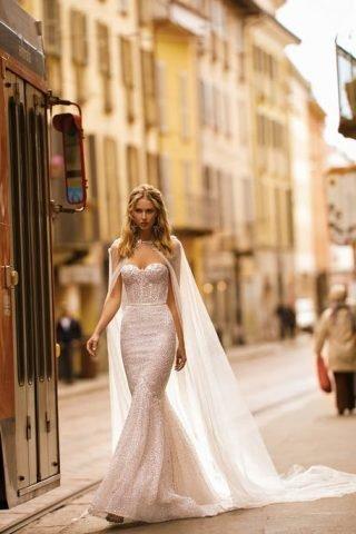 Suknie ślubne z przezroczystą peleryną 2020