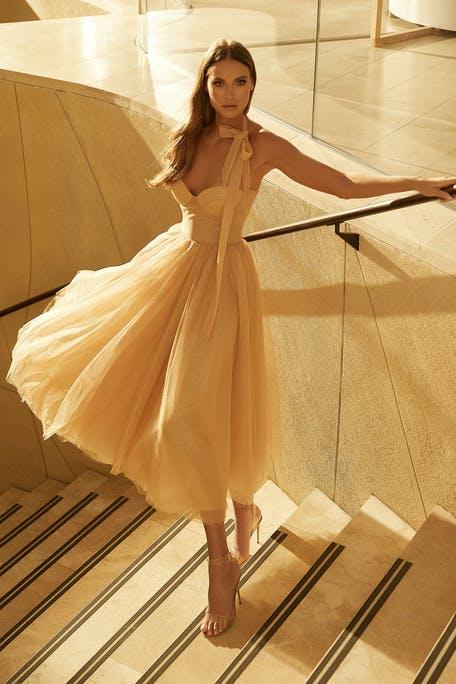 krótka suknia ślubna 2021