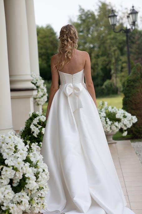 Suknie ślubne z kokardą z tyłu 2020
