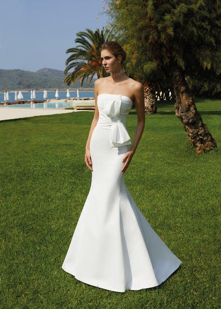 suknia ślubna z kokardą 2021