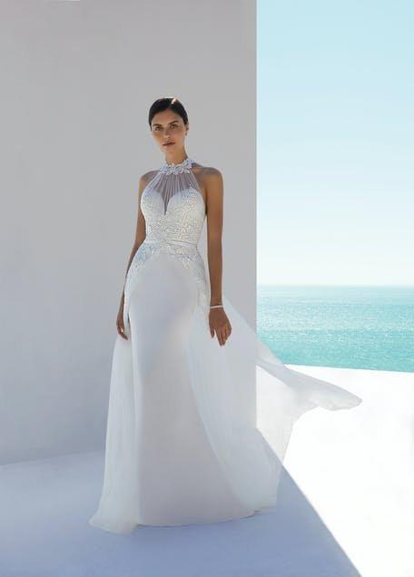 suknia ślubna zakładana przez szyję 2021