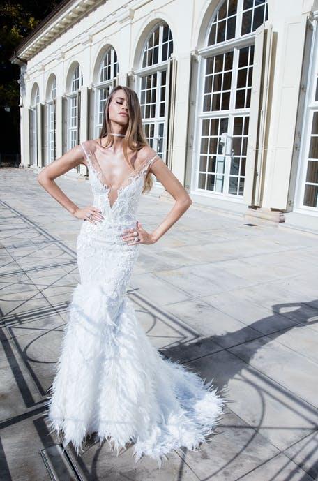 Suknie ślubne ze spódnicą z piórami 2020